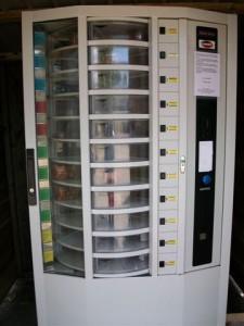Der Erdbeer-Automat von einem holländischen Hof aus der Nähe