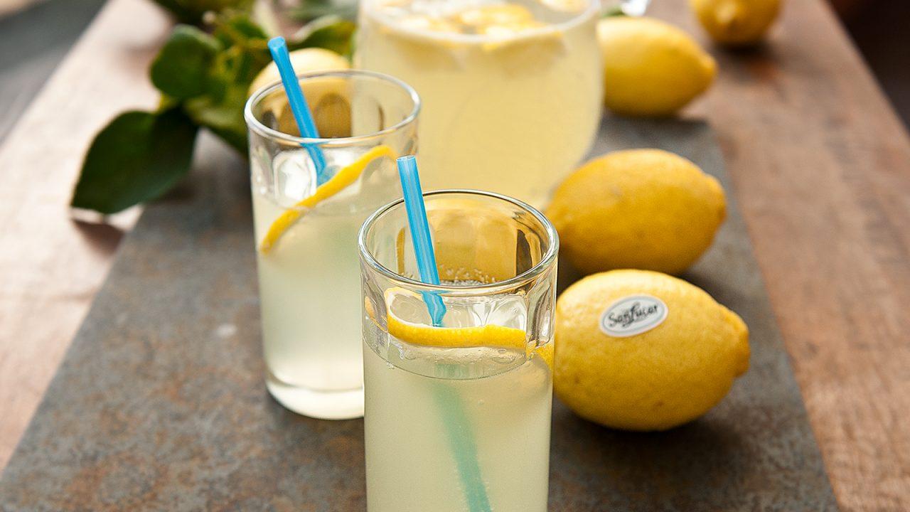 Spritzige Zitronenlimonade