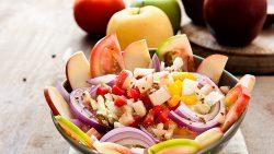 Ensalada multicolor de manzana y pimiento