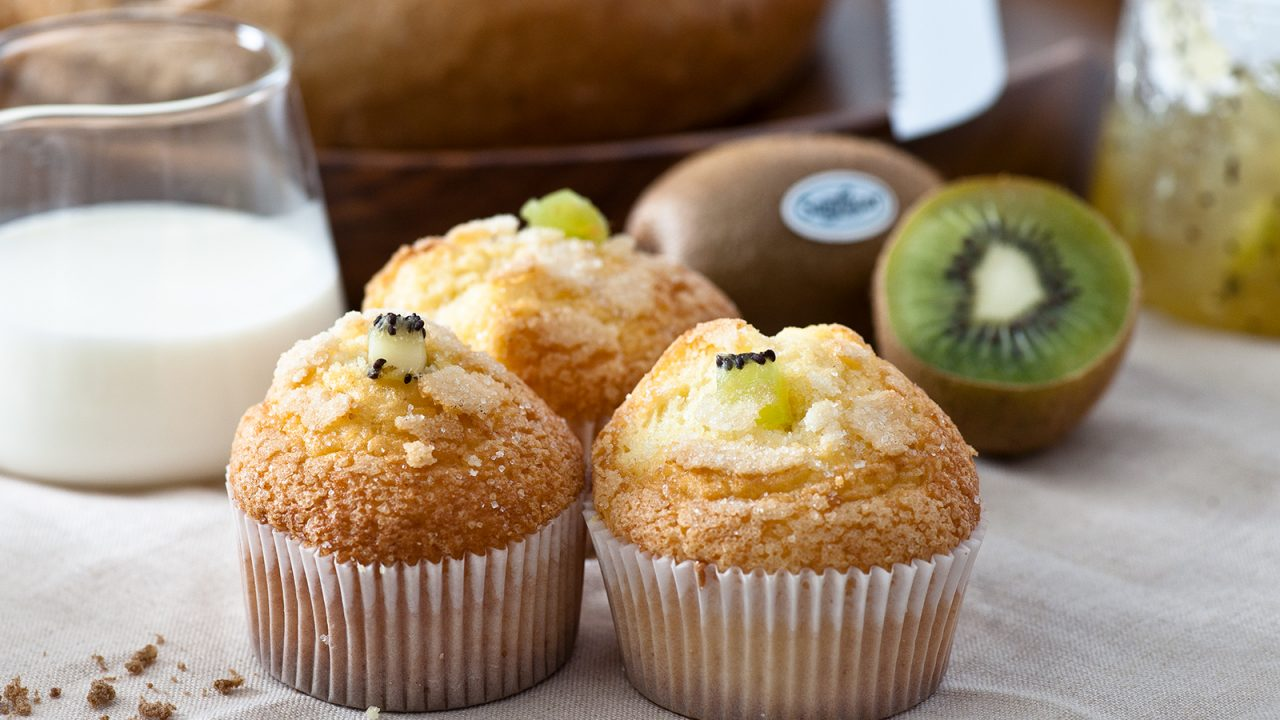 Sweet refreshment for cool heads: Kiwi muffins