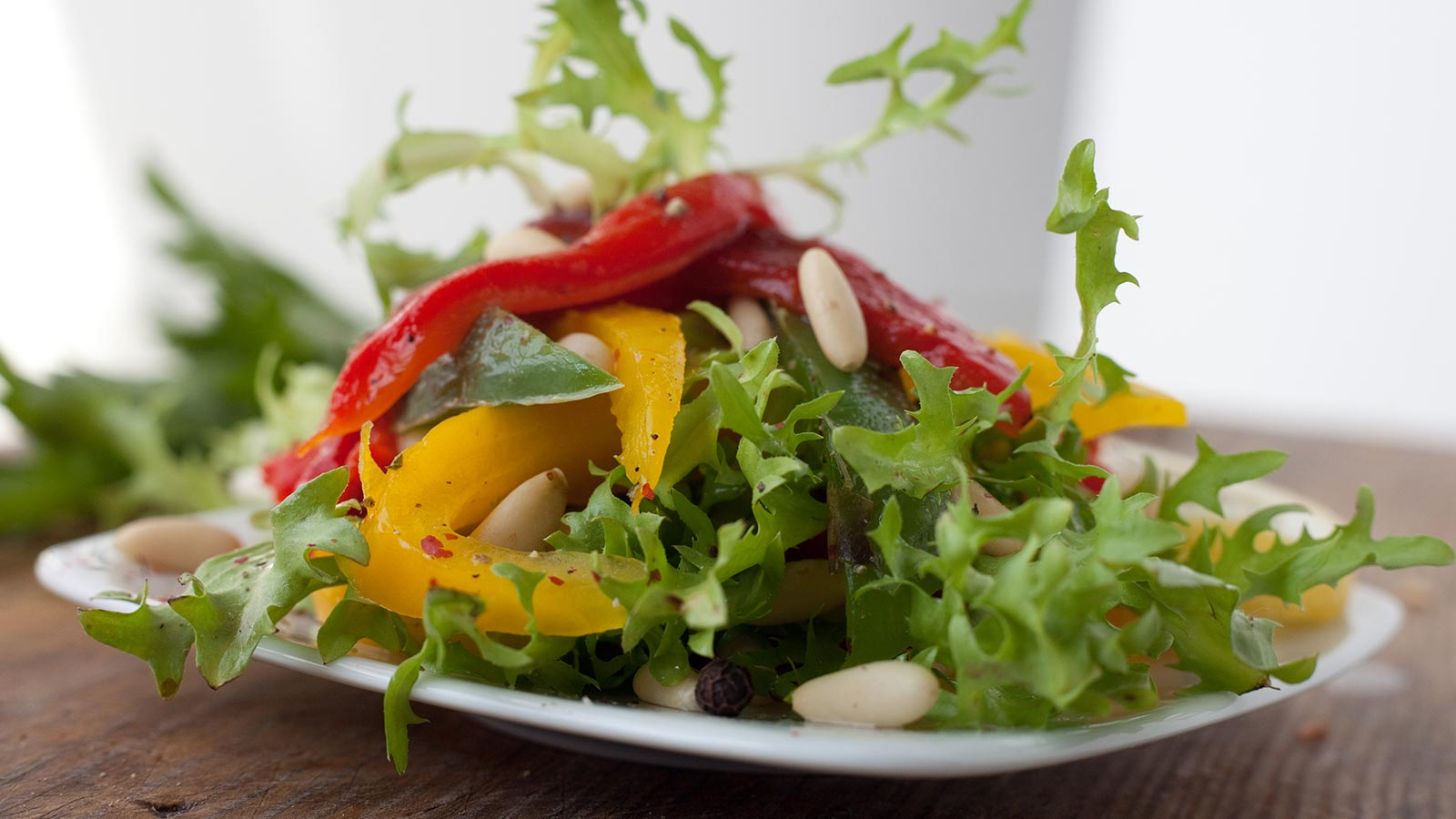 Colourful apple bell pepper salad