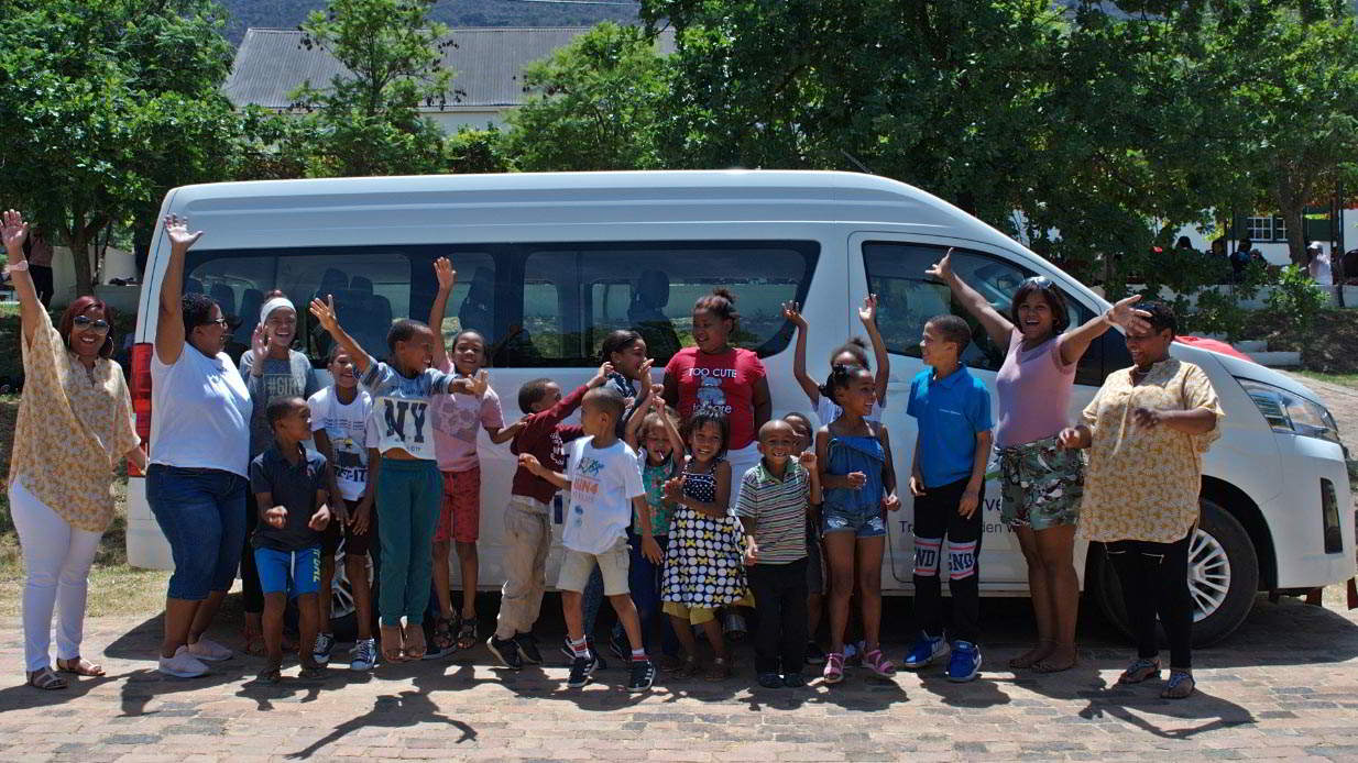 Happiness on four wheels – a bus for Rooihoogte!