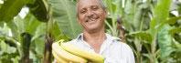 hombre con bananas